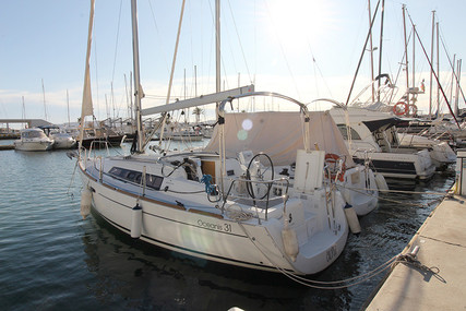 Beneteau Oceanis 31 for sale in Spain for €89,900 (£78,161)