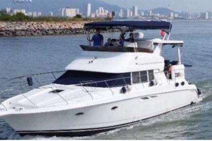 Silverton 442 C for sale in Malaysia for $160,000 (£115,909)