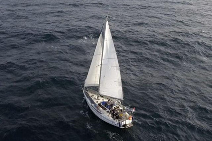 Jeanneau Espace 1000 for sale in Portugal for €30,000 (£25,867)