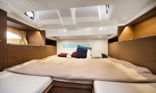 Image of Jeanneau Cap Camarat 10.5 WA for sale in Italy for €170,000 (£145,614) Italy