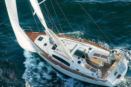 Beneteau Oceanis 40 for sale in France for €105,000 (£90,470)