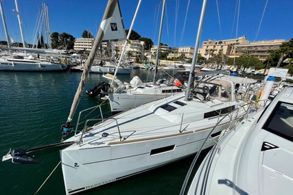 Beneteau Oceanis 38 for sale in France for €139,000 (£119,314)