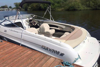 Four Winns 245 for sale in United Kingdom for £30,995