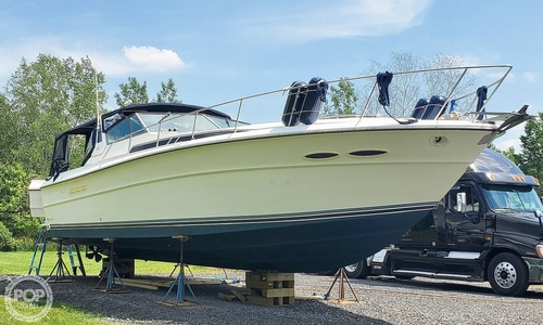 Image of Sea Ray 390 Express Cruiser for sale in United States of America for $30,000 (£21,952) Central Square, New York, United States of America