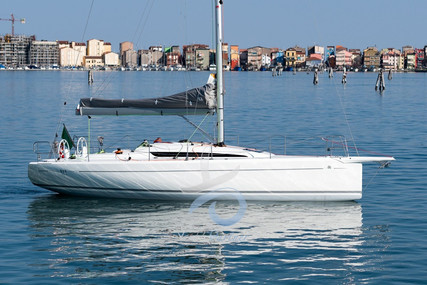 Italia Yachts 9.98 CLUB for sale in Italy for €160,000 (£136,718)