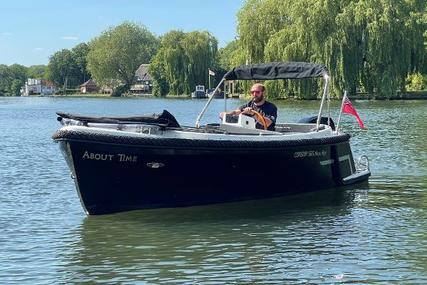 Corsiva 565 Tender for sale in United Kingdom for £28,000