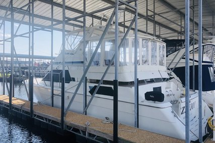 Hatteras Cockpit Motor Yacht for sale in United States of America for $159,999 (£116,376)