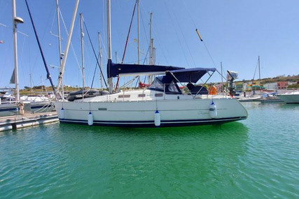 Beneteau Oceanis 323 Clipper for sale in Portugal for €50,000 (£42,537)