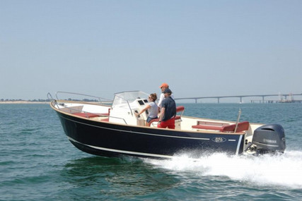 Rhea Marine 27 Open for sale in France for €82,200 (£70,112)