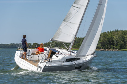 Beneteau Oceanis 30.1 for sale in France for €125,900 (£107,730)