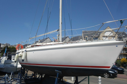 Jeanneau Aquila 27 for sale in France for €6,500 (£5,565)
