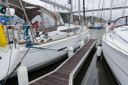 Jeanneau Sun Odyssey 409 for sale in France for €160,000 (£136,471)