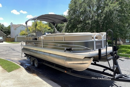 Sun Tracker 24 DLX Party Barge for sale in United States of America for $49,999 (£36,536)