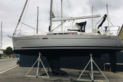 Beneteau Oceanis 31 for sale in France for €75,000 (£63,837)