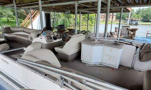 Image of Sun Tracker 27 Party Barge for sale in United States of America for $26,000 (£18,832) Trinidad, Texas, United States of America