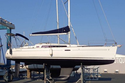 Beneteau Oceanis 37 for sale in France for €86,000 (£73,486)