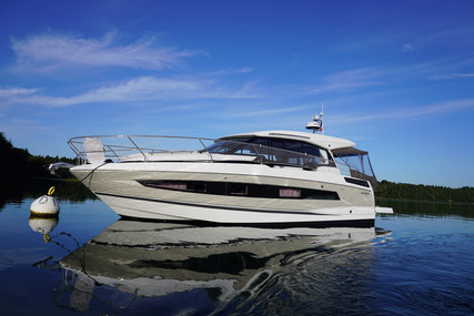 Jeanneau NC 37 for sale in France for €338,000 (£289,532)