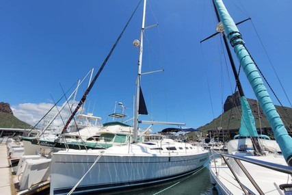 Hunter 38 for sale in Mexico for $105,000 (£76,374)