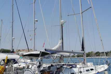 Beneteau Oceanis 423 for sale in Italy for €85,000 (£71,528)