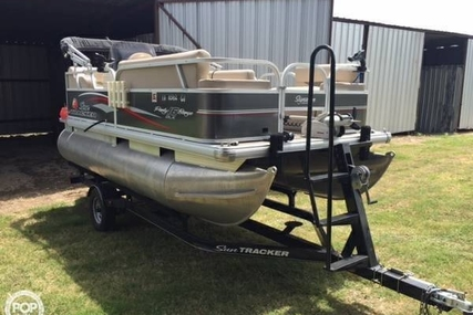 Sun Tracker 16 DLX Party Barge for sale in United States of America for $21,995 (£16,606)