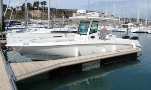 Image of Boston Whaler 320 Outrage for sale in France for €180,000 (£159,050) MATIGNON, France