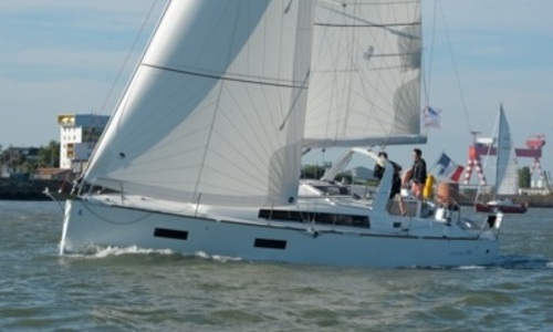 Image of Beneteau Oceanis 38 for sale in France for €142,000 (£124,442) LA TURBALLE, France