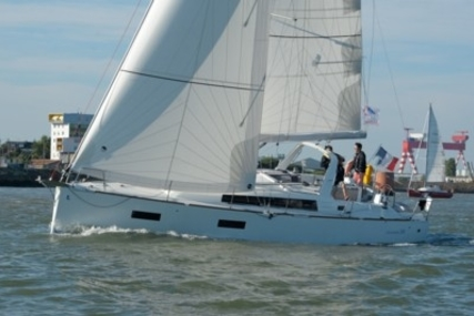 Beneteau Oceanis 38 for sale in France for €142,000 (£124,388)