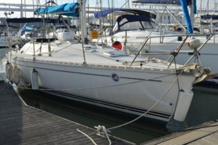 Jeanneau Sun Shine 38 for sale in Portugal for €30,000 (£26,560)