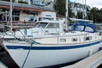 Hallberg-Rassy 35 for sale in France for €39,900 (£35,387)