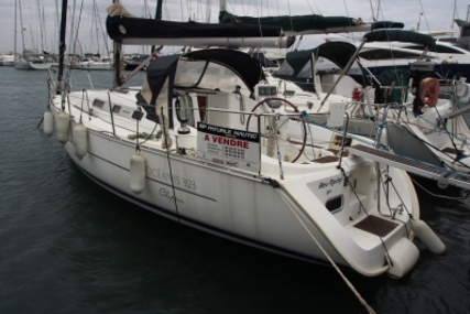Beneteau Oceanis 323 Clipper for sale in France for €55,000 (£48,928)