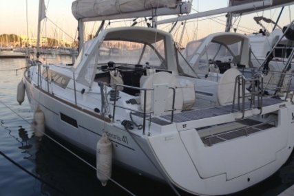 Beneteau Oceanis 41 for sale in France for €169,000 (£149,474)