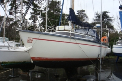 Dufour 2800 for sale in France for €8,000 (£7,010)