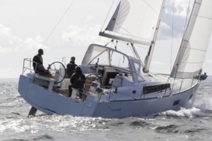 Beneteau Oceanis 38 for sale in France for €139,000 (£123,994)
