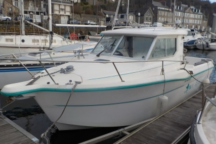 Ocqueteau 685 for sale in France for €14,500 (£12,785)