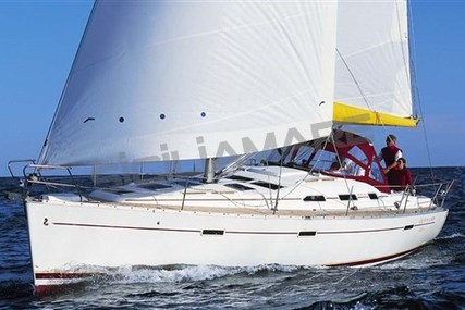 Beneteau Oceanis 393 Clipper for sale in Italy for €75,000 (£65,544)