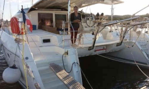 Image of Lagoon 421 for sale in France for €375,000 (£329,115) France