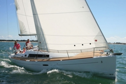 Beneteau Oceanis 37 for sale in France for €89,900 (£80,570)