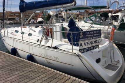 Beneteau Oceanis 323 Clipper for sale in France for €45,000 (£40,136)