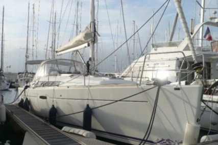 Beneteau Oceanis 37 for sale in France for €95,000 (£85,141)