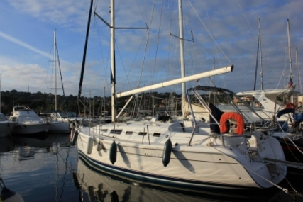Hunter 38 Legend for sale in France for €129,000 (£112,273)