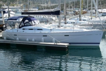 Beneteau Oceanis 393 for sale in France for €98,000 (£87,140)