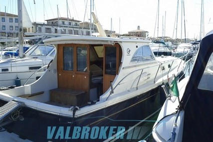 Cantieri Estensi 360 Goldstar for sale in Italy for €150,000 (£133,816)