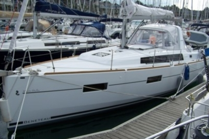 Beneteau Oceanis 38 Shallow Draft for sale in France for €140,000 (£124,993)