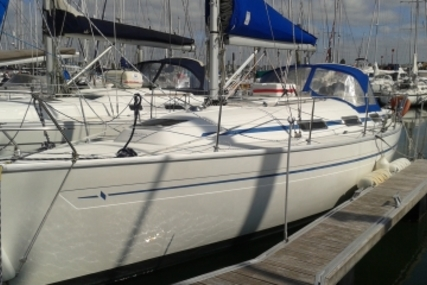 Bavaria 32 for sale in France for €36,500 (£32,314)