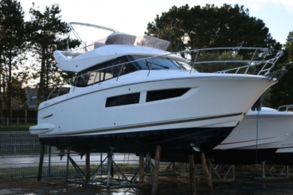 Prestige 350 for sale in France for €224,000 (£199,788)