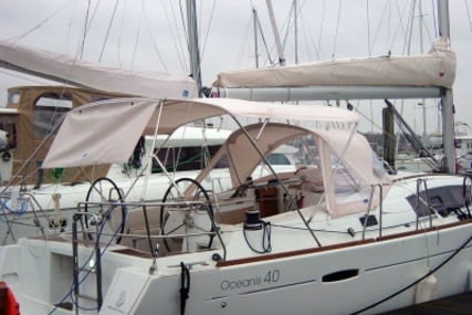 Beneteau Oceanis 40 for sale in France for €107,000 (£94,286)