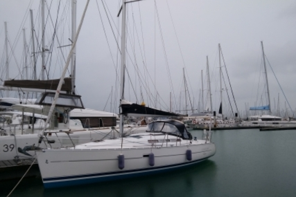 Beneteau Oceanis 323 Clipper Shallow Keel for sale in France for €55,000 (£48,900)