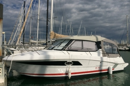 Beneteau Antares 880 HB for sale in France for €74,900 (£65,639)