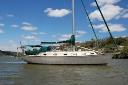 Island Packet 40 for sale in Portugal for £130,000