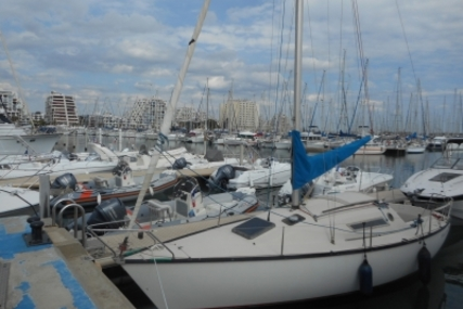 Beneteau First 25 for sale in France for €8,000 (£7,057)